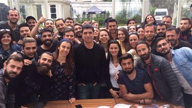 Özcan Deniz'e Sette Erken Kutlama!
