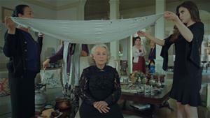 Esma Sultan kurşun döktürüyor!