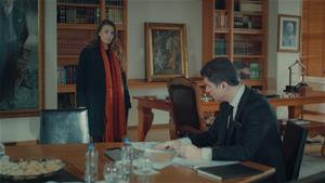 Süreyya, Faruk'a hesap sormak için toplantıyı basıyor!
