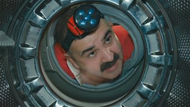 Erman, çamaşır makinesini tamir edebilecek mi?