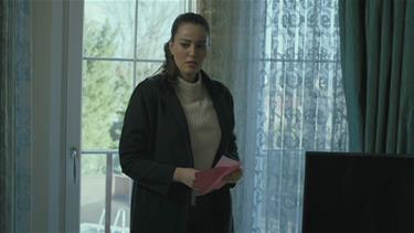 Ayşe, Aleynanın odasında ipucu peşinde!