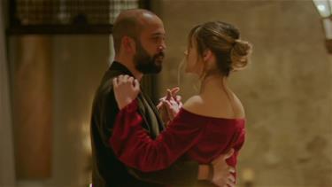 Hazal ve Damir'in romantik gecesi!