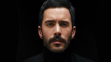 """Barış Arduç, Beyrut Uluslararası Ödülleri Festivali'nde """"Yılın en iyi erkek oyuncusu"""" seçildi"""