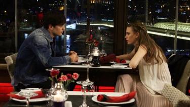 Yaman ve Mira'nın romantik akşam yemeği