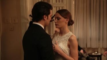 Yeni Nişanlılar Aşk Sarhoşu!