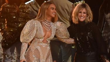 Country Müzik Ödülleri (CMA) gecesinin yıldızı Beyonce