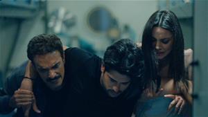 Zeynep ve Zehir, Kemal'i düğünü günü ölmekten bakın nasıl kurtarıyor!