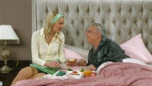 'Emekliliğinin ilk günü şerefine akşama kadar hiç çıkmayacağız yataktan!'