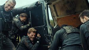 Tim teröristlerin saldırısına uğruyor!