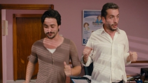 Ahmet ve Murat'dan doktorun ofisinde dans şov...