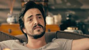 Ahmet Feride'ye bakın kimin şarkılarını söyletiyor?