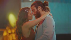 Sanem ve Can'ın romantik dansı