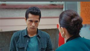 Asiye, Murat'ı kurtarması için Hasan'a yalvarıyor