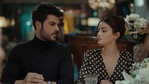 Serra, Selim'in Ailesiyle Tanışıyor