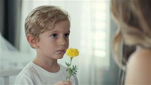 Efe annesinden özür diliyor