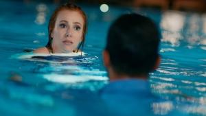 Ömer ve Defne neden havuza düştü?
