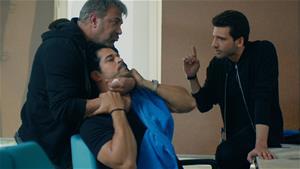 Emir, Kemal'i kaçırıyor!