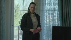 Ayşe, Aleyna'nın odasında ipucu peşinde!