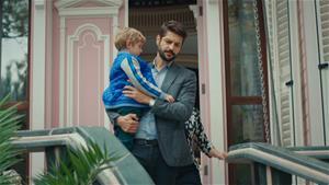 Ali Kemal, Efe'yi götürüyor