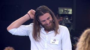 Kabak tiki olan yarışmacı kahkahaya boğdu!