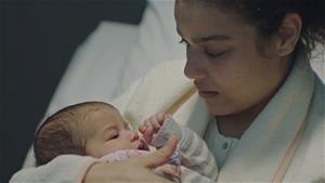 Özge'nin bebeği doğuyor