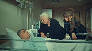 Esma ve Süreyya, Faruk'un yanında! Faruk iyileşebilecek mi?