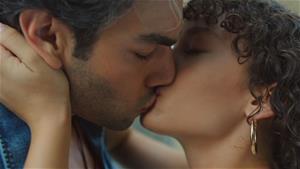Yusuf ve Rüya deli gibi aşık!