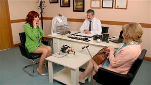 Gizem ve Zahide yıllık sağlık kontrolü yaptırıyor ve bakın neler oluyor!