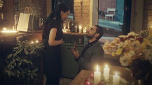 Ozan'dan romantik evlenme teklifi