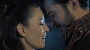Ayşe ve Volkan aşka yenik düşüyor!