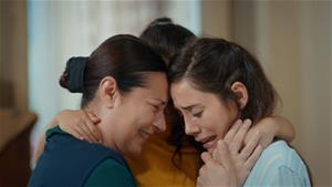 Zeynep, Gönül'e ilk kez 'anne' diyor. İşte o anlar!