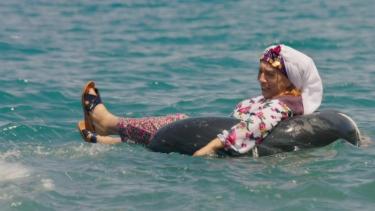 Nuriye nineyi boğulmaktan bakın kim kurtarıyor!