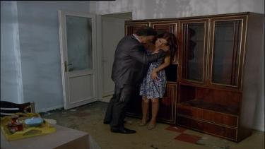 Mahmut, Nursen'i sıkıştırıyor