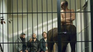 At adam ekibi hapishaneden nasıl kurtarıyor?