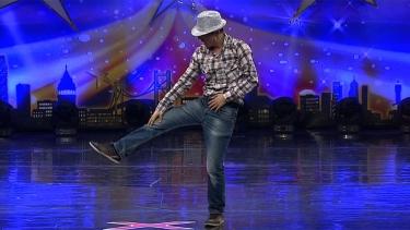 İsmet Bilgi'nin Dans Performansı