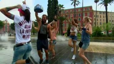 Nice meydanlarında sırılsıklam dans ettiler!