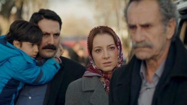 Cemal, karısını ve oğlunu Duran Ağa'nın elinden kurtarıyor!