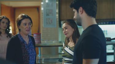 Kemal ve Nihan aileleriyle vedalaşıyor