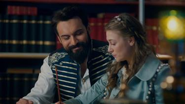 Hünkar, Anna'ya hat sanatını öğretiyor!