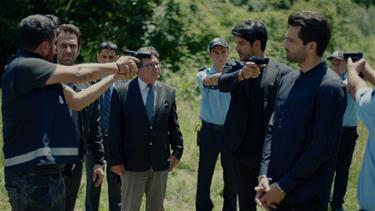 Kemal, Emiri kaçırıyor!
